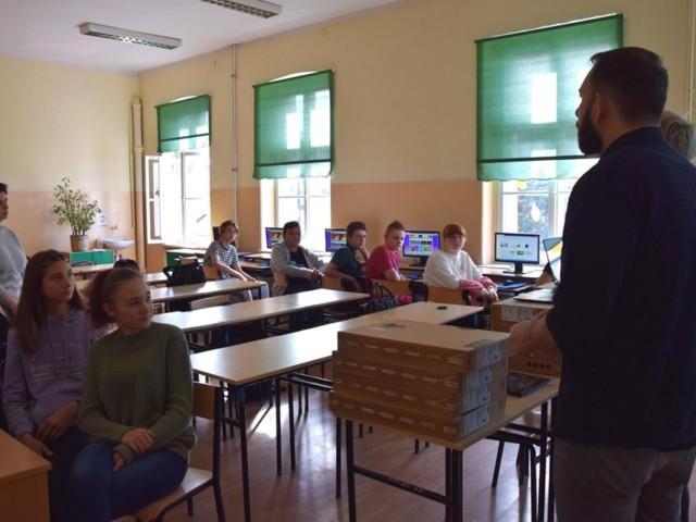 Ostrów Wielkopolski 3 przekazanie laptopów